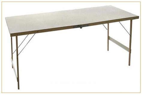 comment tapisser une chambre réaliser facilement une table à tapisser