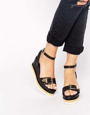 schwarze schuhe mit keilabsatz glamorous schwarze sandalen mit keilabsatz und grunge