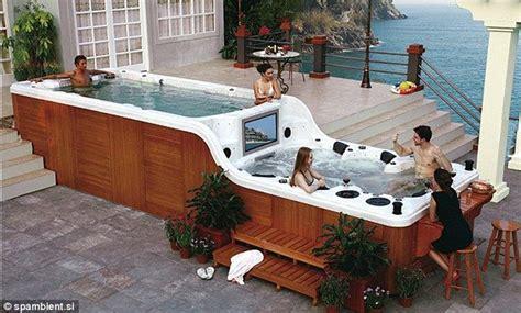 Whirlpool Im Garten Erlaubt by The World S Coolest Tub The Two Tiered Which