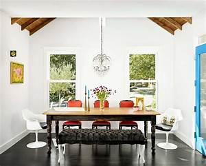les chaises depareillees qui egayent lambiance de la With salle a manger qui resonne