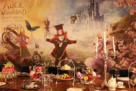 Im Wunderland Tisch by Im Wunderland Hinter Den Spiegeln Fashion Event