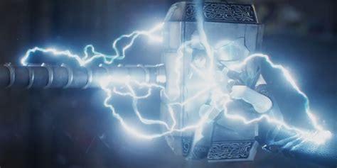 thor misses mjolnir in new ragnarok clip screen rant