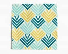 housse de coussin motif losange triangle geometrique tons With tapis champ de fleurs avec canapé tissu bleu canard