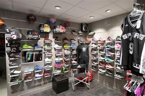 creation  agencement de magasins chaussure