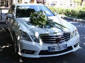 decoration voiture cortege mariage décoration florale pour voiture mariage