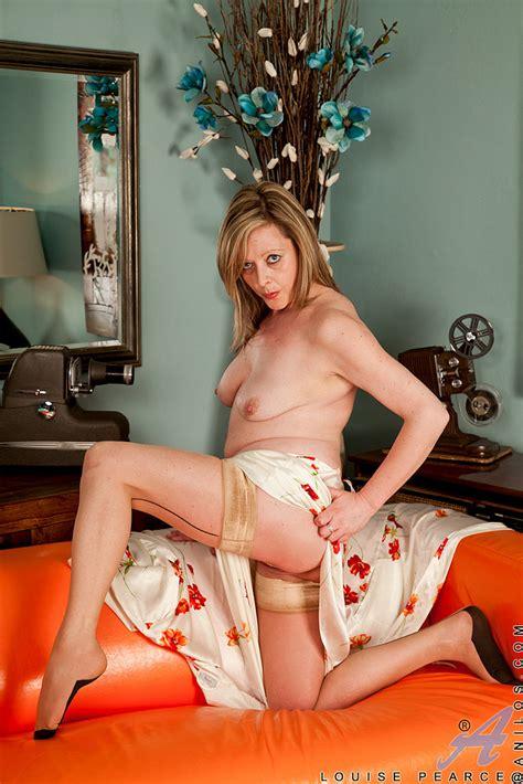 louise pearce polish her moist pearl busty vixen