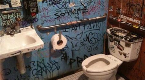 l astuce pour relever la cuvette des toilettes sans la