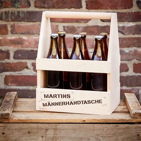 Maennerhandtasche Biertraeger Aus Holz Selber Basteln by Flaschentr 228 Ger Mit Gravur M 228 Nnerhandtasche Holz Biertr 228 Ger