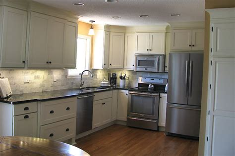 kitchen cabinets rockford il white kitchen cabinets rockford door style cliqstudios 6367