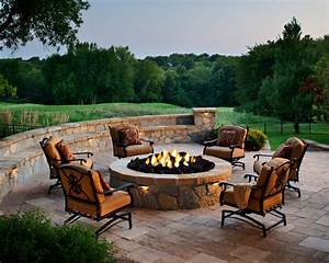 Designing a Patio Around a Fire Pit DIY