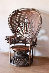 Fauteuil En Rotin : repeindre un fauteuil rotin de style emmanuelle ~ Teatrodelosmanantiales.com Idées de Décoration