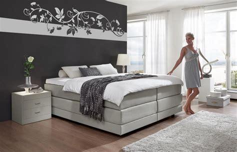 schlafzimmer waende farbig gestalten