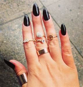 Black nails | pointy | Hair, make up, & nails. | Pinterest