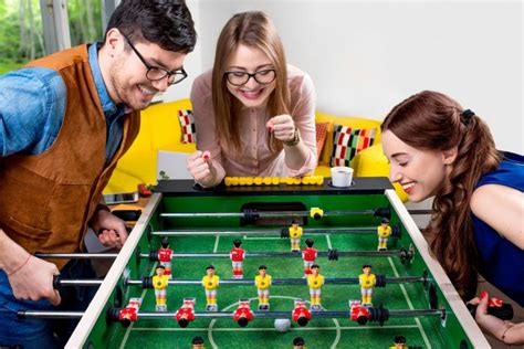 20 Fun Games To Play With Friends  Icebreaker Ideas