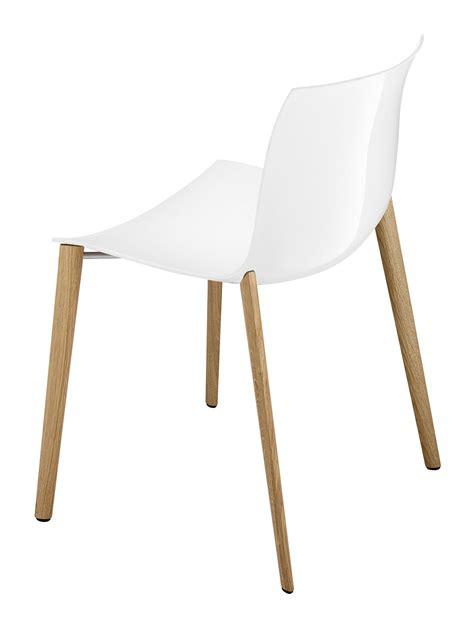 chaise pied en bois chaise empilable catifa 53 coque unie pieds bois blanc