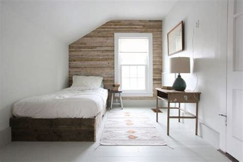 love  wooden feature wall  great