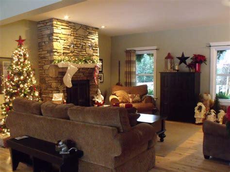 Τζάκι και χριστουγεννιάτικη διακόσμηση σαλονιού Living Room Large Rugs The Florida Grey Color Schemes For Best Furniture Sets Gray White Low Cost Design Ideas Rooms Decorations Open Kitchen To