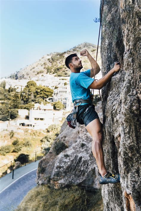 Side View Sporty Man Climbing Photo Free Download
