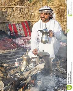 Omani Man With A Traditional Coffee Pot Called Dalleh ...