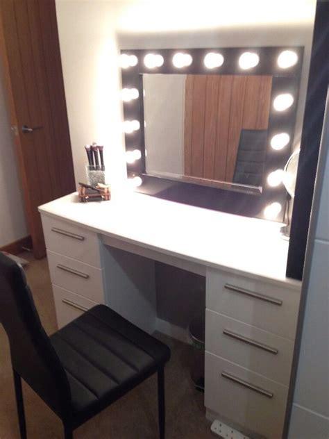 white gloss dressing table desk  plug  mirror