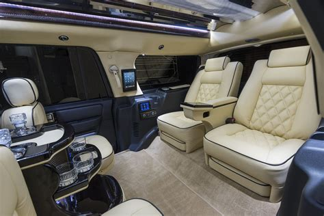 custom navigator lincoln executive coach builders
