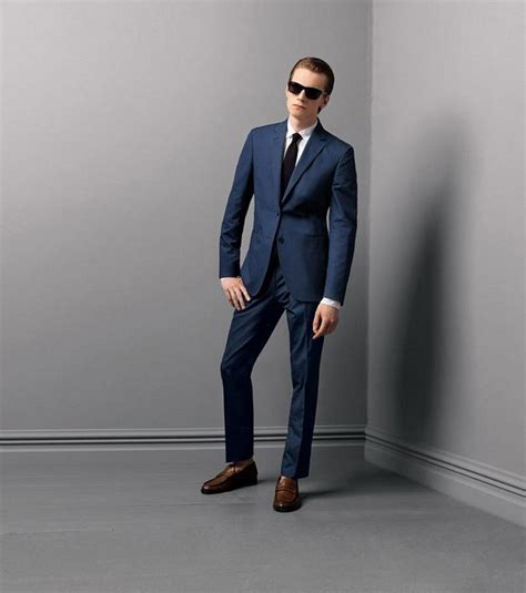 What Color Shoes with Navy Suit Brown