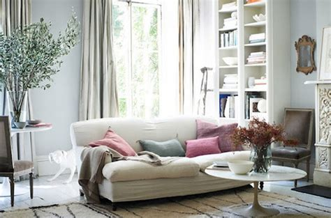 Pastel-living-room-with-fireplaces-design