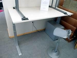 Elektrisch Höhenverstellbarer Schreibtisch : elektrisch h henverstellbarer schreibtisch das zweite b ro schreibtische ~ Markanthonyermac.com Haus und Dekorationen