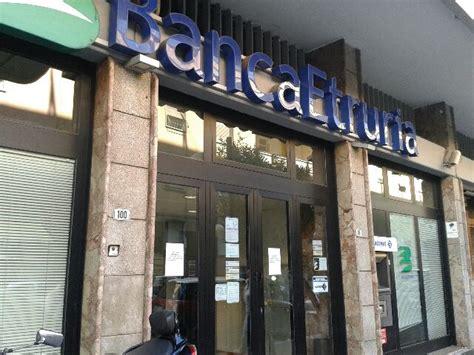 banche popolare rapina alla etruria fuggono in tre su una lanciay