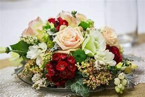 Floristik Gestecke Selber Machen : pin auf floristik blumengestecke tisch hochzeit selber ~ Watch28wear.com Haus und Dekorationen