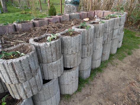 hochbeet aus pflanzsteinen pflanzsteine setzen ohne beton pflanzringe setzen 20