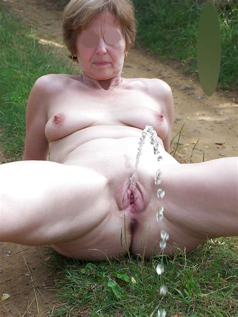1 In Gallery Mature Outdoors Pissing Picture 1