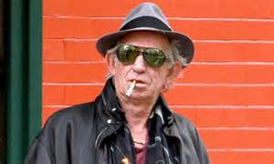 t shirt says 27 rolling stones rocker keith richards kicks his day by