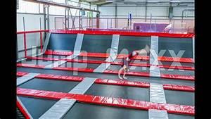 Insane Trampolining - MAXX Arena Linz - 4K - YouTube