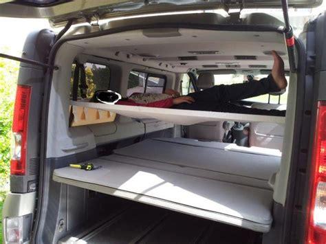 comment mettre un siege auto hamac lit enfant a l 39 arrière du fourgon aménagement