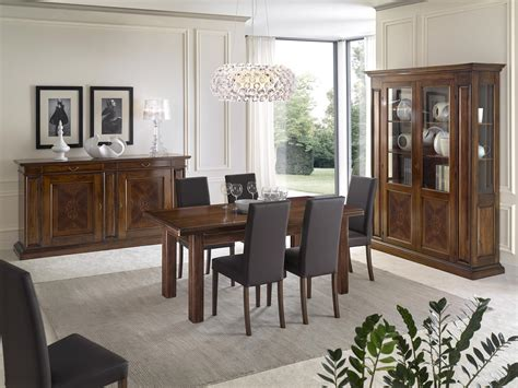 soggiorno e sala da pranzo sala da pranzo con mobili intarsiati in noce con tavolo