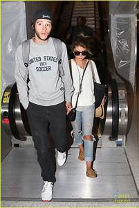 Sarah Hyland & Matt Prokop Arrive Back Home After Hawaiian ...
