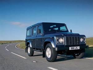 Nouveau Land Rover Defender : land rover defender le nouveau land rover defender est enfin l ~ Medecine-chirurgie-esthetiques.com Avis de Voitures
