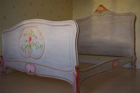 pied de cuisine lit ancien relooké lasuré et peint à la