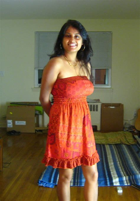 Milf Mallu Aunty In Red Bra Panty Exposing Nude Boobs