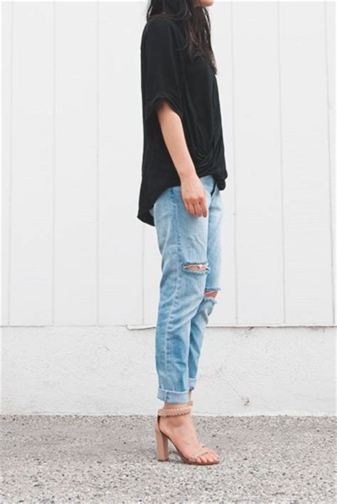Best 25+ Torn jeans outfit ideas on Pinterest | White jean jackets Nautical jeans and vestido ...
