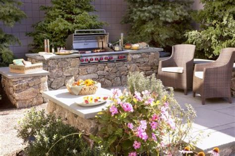 how to turn your backyard into a outdoor living area