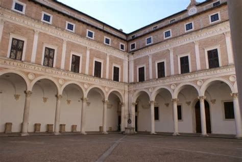Cortile Palazzo Ducale Urbino by Palazzo Ducale Di Urbino Descrizione Viaggio In Baule