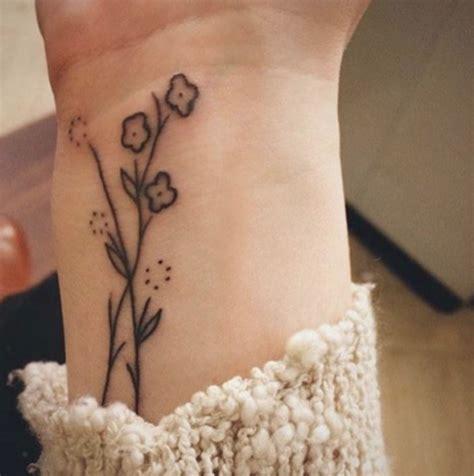 tatuaggi rami fiori fiori 44 ispirazioni per tatuaggi sbocciano