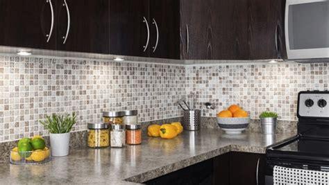 muret de cuisine installer le dosseret de cuisine tuiles de vinyle ou