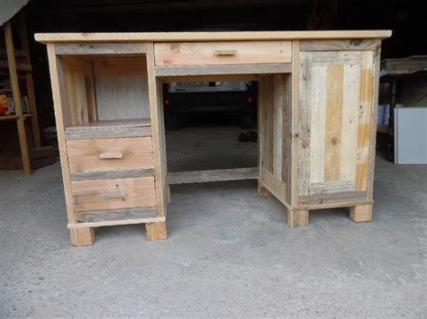 bureaux bois faire un bureau a caissons en bois de palette