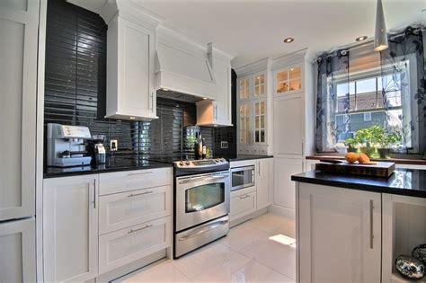 armoire de cuisine blanche de noir et de blanc richard levesque