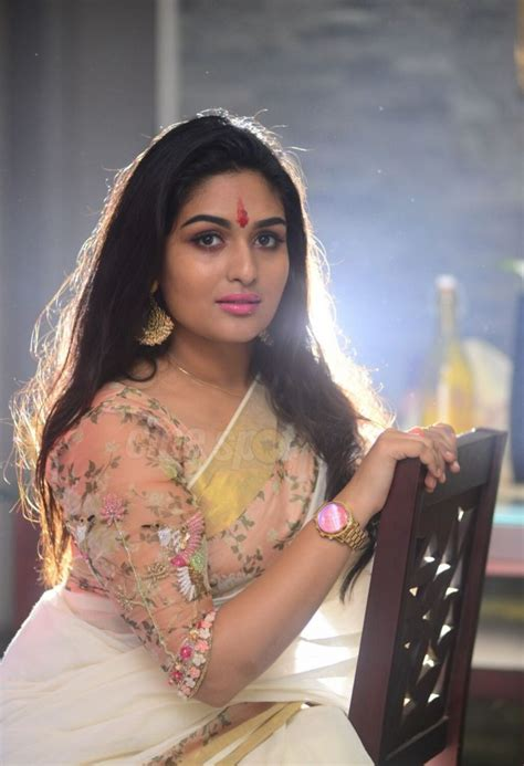 Prayaga Martin Hot Navel Saree Photos New Pics Images