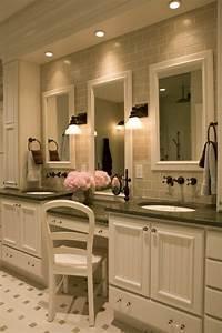 Chaise De Salle De Bain : le miroir salle de bain l ment cl de la d coration ~ Teatrodelosmanantiales.com Idées de Décoration