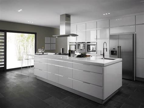 ilot central de cuisine blanc avec evier